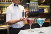 Attractive bar man making a cocktail — Stock Photo