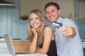 Cute couple using laptop together to shop online — Stockfoto