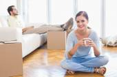 Young couple taking a break from unpacking — Stock Photo