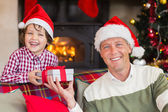 Portrait of smiling father and son at christmas — Stockfoto