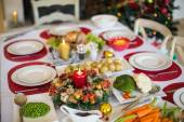 Table set for christmas dinner — Stockfoto