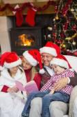Happy family reading at christmas — Foto de Stock