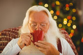 Father christmas drinking hot beverage — 图库照片