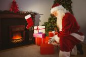 Santa claus delivering gifts at christmas eve — Stock Photo