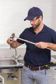 Plumber fixing pipe with wrench — Stock Photo