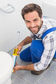 Handyman filling in tiles in bathroom — Stock Photo