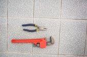 Wrench and pliers on bathroom floor — Foto de Stock
