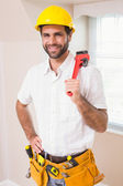 Handyman smiling at camera in tool belt — ストック写真