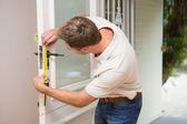 Construction worker using measuring tape — Stock Photo