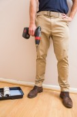 Construction worker holding power tool — Foto Stock