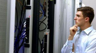 Technician looking at open server locker — Stock Video