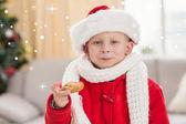 お祭り少年食べるクッキー — ストック写真