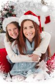 Festive mother and daughter on the couch — Stock fotografie