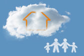 Cloud in shape of family — 图库照片