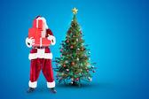 Santa obejmuje jego twarz z prezentami — Zdjęcie stockowe