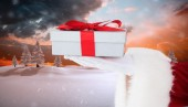 Santa claus showing gift with red ribbon — Fotografia Stock