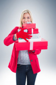 Blonde holding many gifts — Zdjęcie stockowe