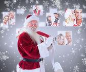 Sammansatta bilden av santa skriver hans lista — Stockfoto
