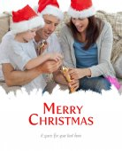 Happy parents with thir opening crackers — Stock Photo