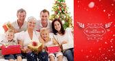 Familie bedrijf kerstcadeaus thuis — Stockfoto