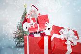 Santa stehend in großen Geschenk — Stockfoto