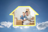 Smiling couple unpacking boxes in a new house — Stock Photo