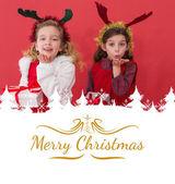 Festlig små flickor håller gåvor — Stockfoto