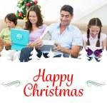 Семья, открытие рождественских подарков — Стоковое фото #62507469