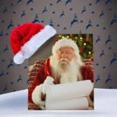 Santa Claus schreiben seine Liste mit einer Feder — Stockfoto