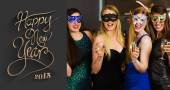 Friends wearing masks holding champagne — Stock Photo