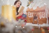 Brunette reading on couch — Stock Photo