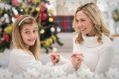 Świąteczny matka i córka — Zdjęcie stockowe