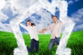 Casal de salto e de mãos dadas — Fotografia Stock
