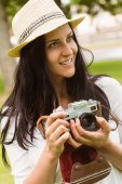 Happy brunette in straw hat holding retro camera  — Stock Photo