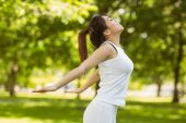 Healthy young woman in park — Stock Photo