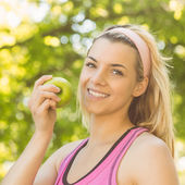 Fit blonde holding green apple — Stock Photo