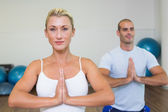 Sporty couple with joined hands at fitness studio — Stock Photo