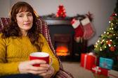 Pretty redhead enjoying hot beverage at christmas — Stock fotografie
