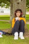 Woman enjoying music in park — Stockfoto