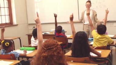 Cute pupils raising hand in classroom — Stock Video