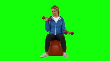 Fit blonde lifting hand weights — Stock Video