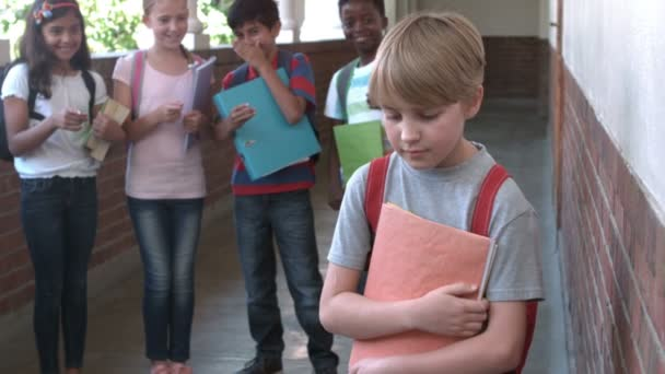Pupils bullying another in the hall — Vidéo