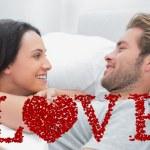 开朗的夫妇的觉醒和看 — 图库照片 #64818985