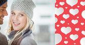 Coppia in abiti caldi abbracci — Foto Stock