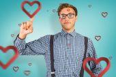 Geeky hipster bedekt met kussen — Stockfoto