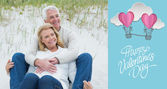 Romantic senior couple relaxing at beach — Foto Stock