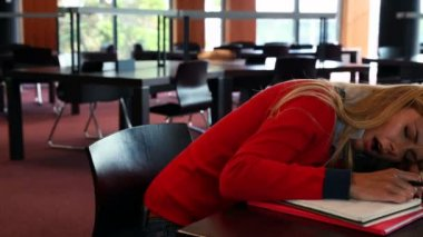 Mature student sleeping at study table — Stock Video