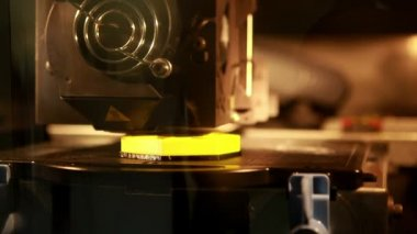 3d printer printing an object — Stock Video