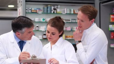 Senior pharmacist talking with junior staff — Stock Video