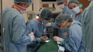 Medical students practicing surgery on model — Stock Video